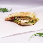 Śniadaniowa quesadilla z jajecznicą i awokado