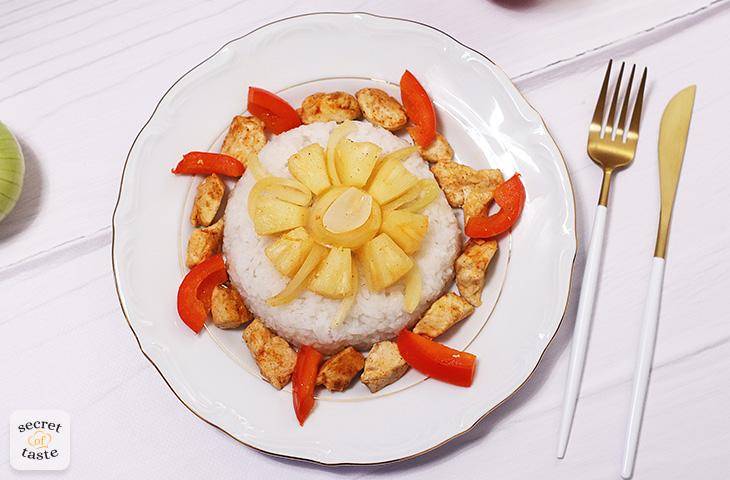 Kurczak z ananasem i papryką