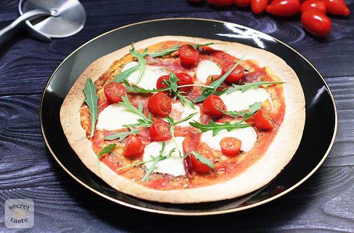 Pizza prosciutto z tortilli